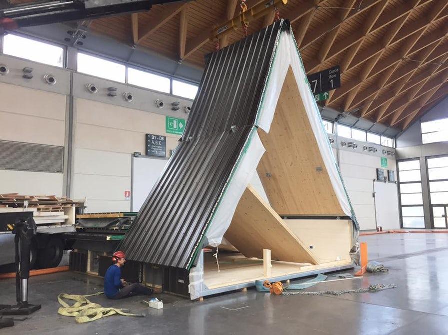 Jednom na lokaciji instalacija kuće je relativno jednostavna, jer se svaki modul razvija i izlazi