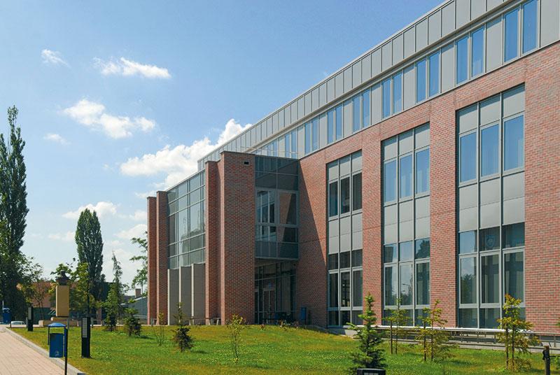 Krakov, Poljska: Novi kampus univerziteta na Vistula Bulevaru, arh. Krzysztof Kiendra, Architectural Office DDJM studio