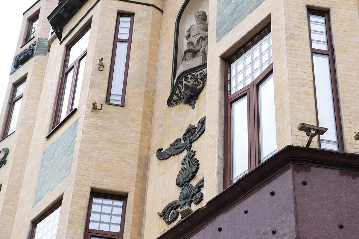 ALUMIL - Hotel Moskva - aluminijumski sistemi prozora i vrata - u sklopu rekonstrukcije objekta prema filolozofiji secesije.