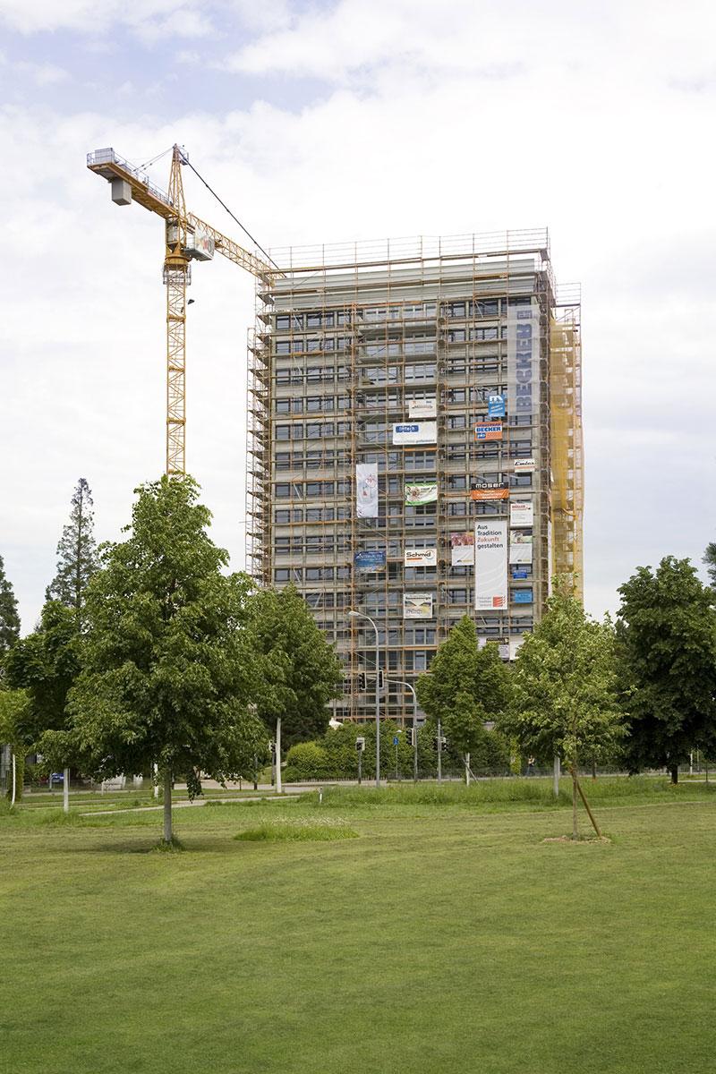 Foto: Višespratnica Hochhaus Binzengrün 9, za vreme sanacije