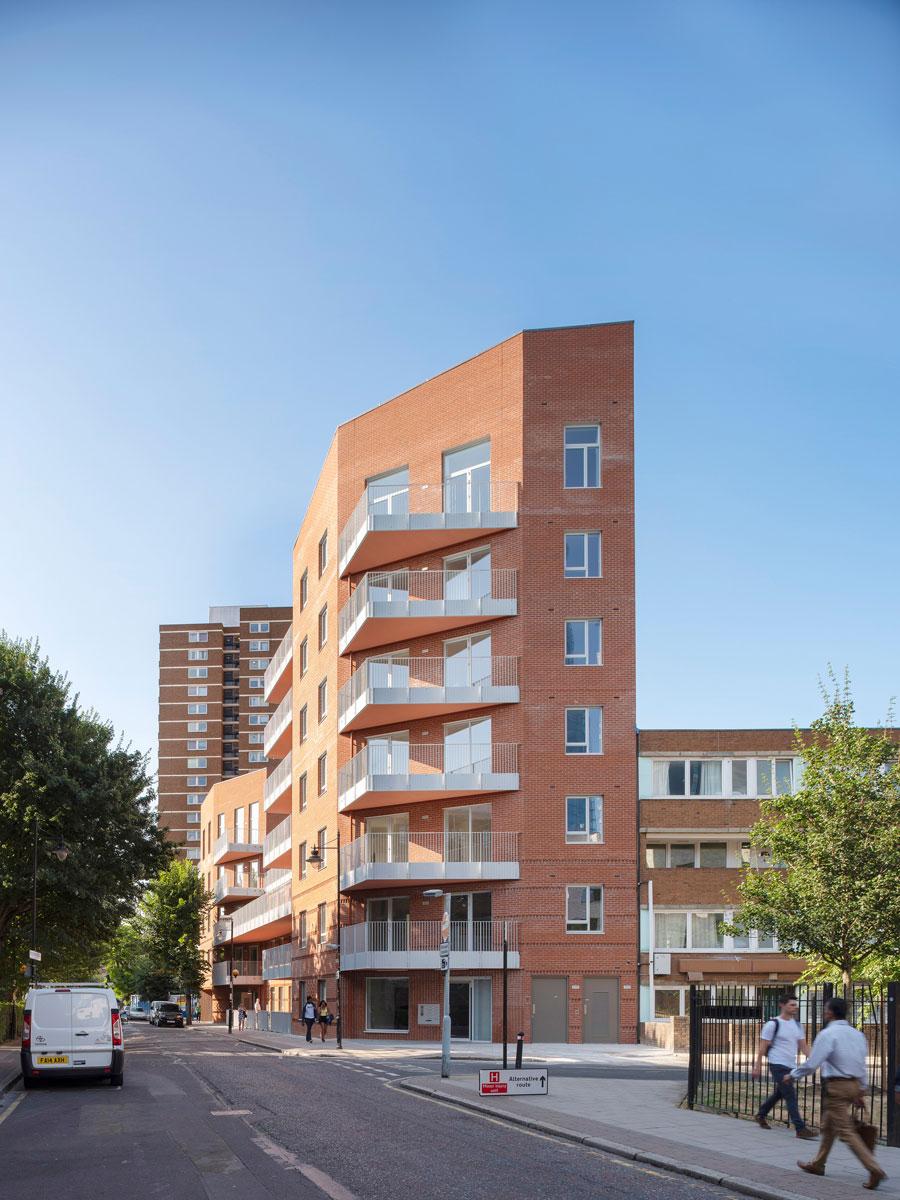 www.dezeen.com, stambeni objekat London, Engleska / projekat: Architecture studio Bell Phillips, foto: Killian O'Sullivan