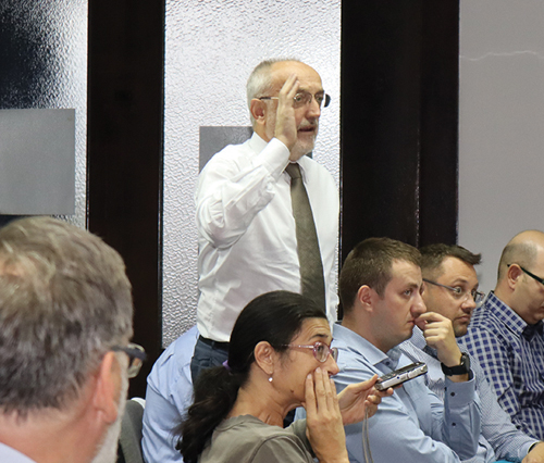 Diskusiju je otvorio dr Milovan Živković, potpredsednik SMEITS-a