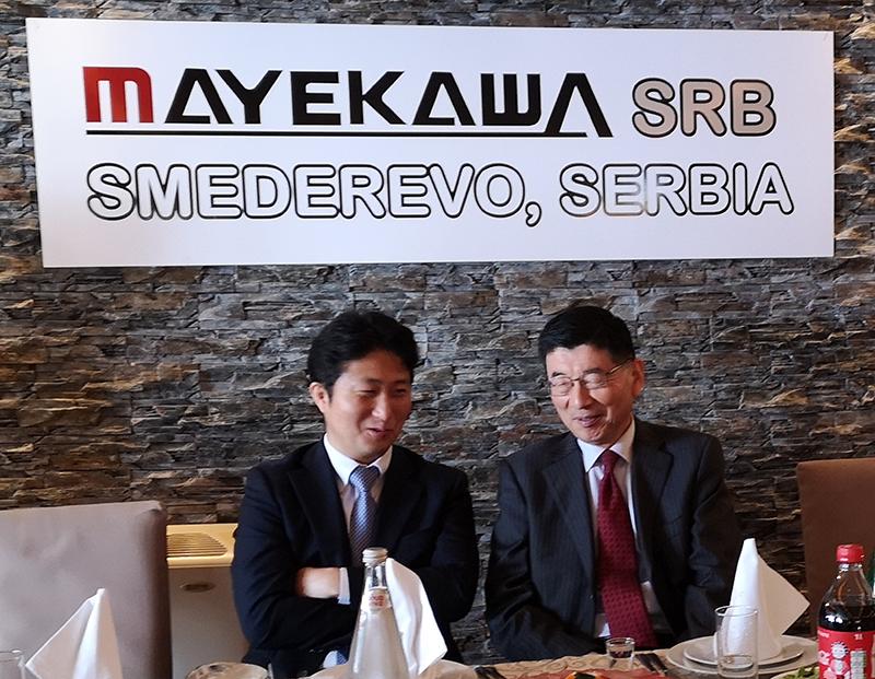 """G. Šin Maekava (Shin Maekawa), vlasnik globalne kompanije """"Mayekawa"""" i nj.e. g. Marujama bili su vidno zadovoljni početkom proizvodnje u Smederevu"""