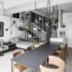 Moderan stan sa zelenim zidom i minimalističkim enterijerom (VIDEO)
