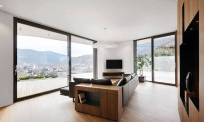 Fiksni elementi prozora i klizna vrata garantuju željeni dalekosežan pogled na dolinu